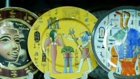 Placas egipcias de los recuerdos en la tienda metrajes