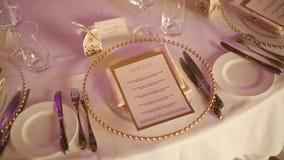 Placas en el banquete de la boda Presente la configuración Decoración de la boda metrajes