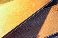 Placas estratificadas Medida e colocação dos revestimentos para pavimento Imagem de Stock Royalty Free