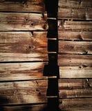 Placas horizontais em uma parede de madeira Fotos de Stock Royalty Free