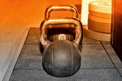 Placas pretas do peso e do barbell do metal Imagens de Stock