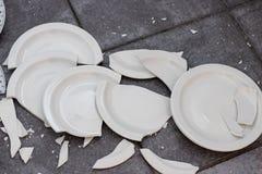 Placas quebradas da porcelana imagens de stock