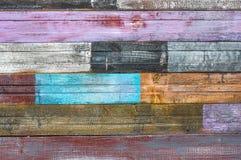 Placas rachadas idosas com pintura da casca imagens de stock royalty free