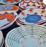 PLACAS TEJIDAS PAJA DE LA CESTA DEL NATIVO AMERICANO Imagen de archivo libre de regalías