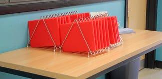 Placas vermelhas da preparação dos alimentos Fotos de Stock Royalty Free