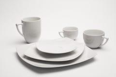 Placas y tazas blancas Fotografía de archivo libre de regalías