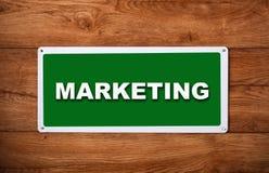 Placca con l'introduzione sul mercato dell'iscrizione Fotografia Stock