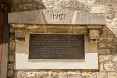 Placca in ricordo dei cittadini decapitati durante la rivoluzione francese immagine stock