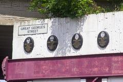 Placche commemorative alla scena dell'atrocità di Antivari del McGurk a Belfast immagine stock