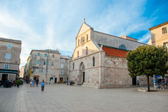 Place avec une église Photo libre de droits