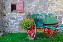Cart decorated with flowers. A place in Besse Auvergne-France the discovery of this small public and bucolic garden Stock Image