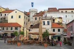 Place centrale de vieille ville de Herceg-Novi Image libre de droits