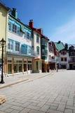 Place colorée par luxe chez Mont-Tremblant photographie stock libre de droits