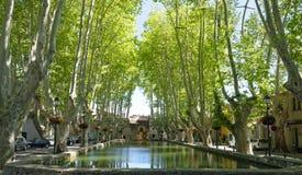 Place d'étang dans le village de Cucuron Photo libre de droits