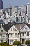 Place d'Alamo et les dames peintes à San Francisco Images stock