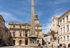 Place de Λα Republique, πηγών και πόλεων αίθουσα σε Arles Bouches du Ροδανός, Γαλλία Στοκ φωτογραφίες με δικαίωμα ελεύθερης χρήσης