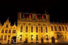 Place de Burg à Bruges, Belgique pendant la soirée photographie stock libre de droits