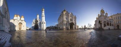 Place de cathédrale de panorama avec l'arbre de Noël de nouvelle année, à l'intérieur de Moscou Kremlin, la Russie Photographie stock