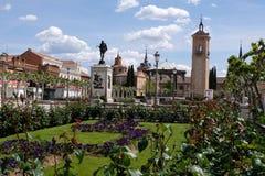 Place de Cervantes en Alcala de Henares en Espagne photo libre de droits