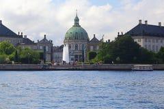 Place de château d'Amalienborg et église de marbre, Copenhague image libre de droits