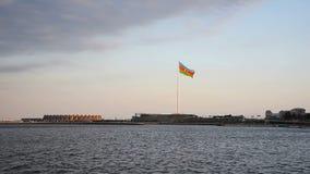 Place de drapeau national à Bakou banque de vidéos