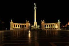 Place de héros par nuit Image stock