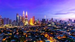 Place de Kuala Lumpur Cityscape Landmark Travel de jour de la Malaisie 4K à la faute de nuit banque de vidéos