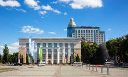 Place de Lénine avec vue sur la bibliothèque centrale baptisée du nom de Niki photos stock