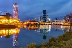 Place de l'Europe pendant l'heure bleue, Batumi, la Géorgie Photo stock