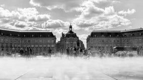 Place de la Bourse, Bordeaux Franc im Nebel lizenzfreie stockfotografie
