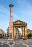 Place de la Victoire cerca del d'Aquitaine de Porte en Burdeos fotos de archivo