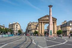 Place de la Victoire cerca del d'Aquitaine de Porte en Burdeos imagenes de archivo