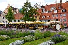 Place de Livu Laukums à Riga, ville capitale en Lettonie photographie stock libre de droits