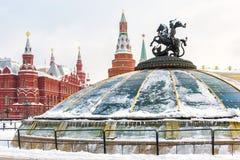 Place de Manege ou de Manezhnaya près de Moscou Kremlin en hiver, Russie image libre de droits