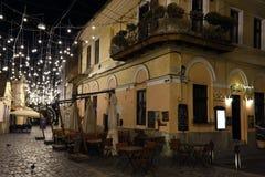 Place de musée par nuit à Cluj-Napoca, la Transylvanie, Roumanie photo libre de droits