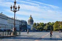 Place de palais à St Petersburg, Russie Photos stock