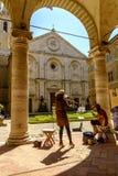 Place de Piazza Pio II dans Pienza Toscane Image stock