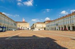 Place de Piazza San Carlo avec des bâtiments au vieux centre de la ville historique images libres de droits