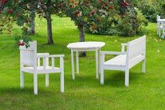 Place de repos dans le jardin Images stock