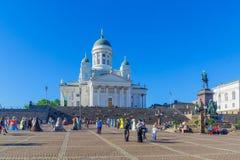 Place de sénat et la cathédrale luthérienne, à Helsinki photographie stock libre de droits