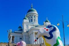 Place de sénat et la cathédrale luthérienne, à Helsinki photo libre de droits