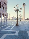 Place de St Mark et lever de soleil Photographie stock