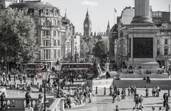 Place de Trafalgar avec un bon nombre de gens Londres, R-U Image libre de droits
