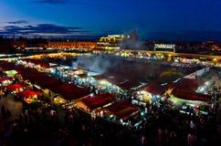 Place du marché d'EL Fna de Jemaa à Marrakech, Maroc Images stock