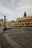 Place du marché, ville hôtel et le tissu Hall Cracovie, Pologne photographie stock