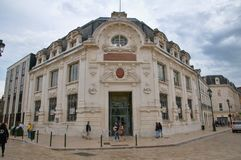 Place du Martroi, la plaza principal del edificio de Orlean - de Chaussures Andre Imágenes de archivo libres de regalías
