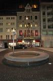Place du Molard in 's nachts Genève Stock Afbeelding