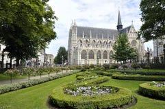 Place du Petit我们的Sabl的保佑的夫人Sablon和教会  库存照片