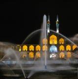 Place et fontaine d'Amir Chakhmaq Complex la nuit, Yazd Iran Images stock