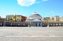 Place et statues dans Piazza Plebiscito, Naples, Italie Images stock
